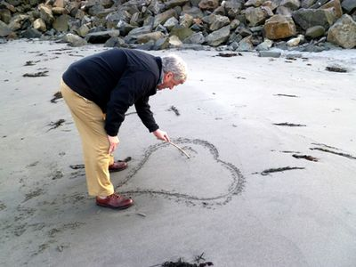 Ken making sand heart