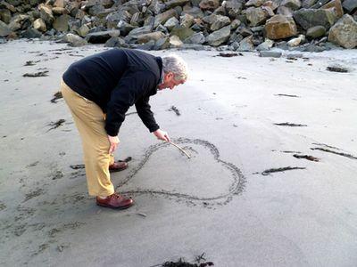 Ken making sand heart