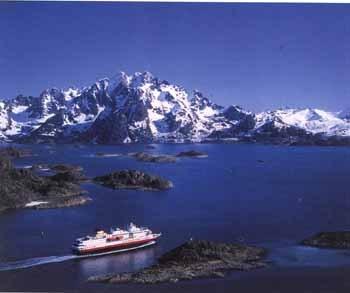 Boatnearglacier