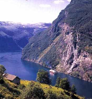 Mailboatinfjord_2