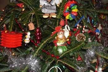 Christmas_tree_ornaments