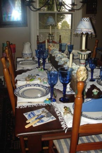 Dining_room_table