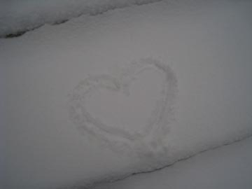 Heart_in_snow