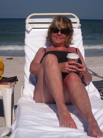 Latte_on_the_beach
