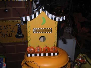 Halloween_birdhouse